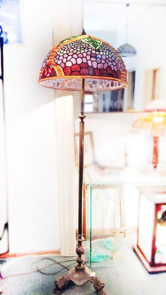 stojeća vitraž lampa