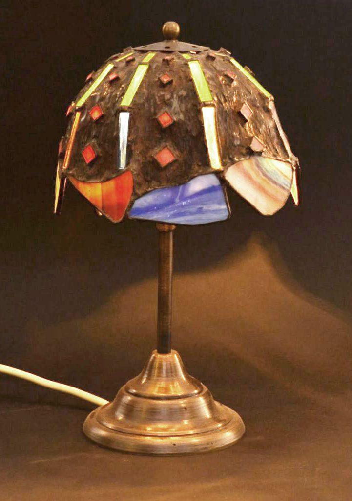 tifani lampa u gotskom stilu